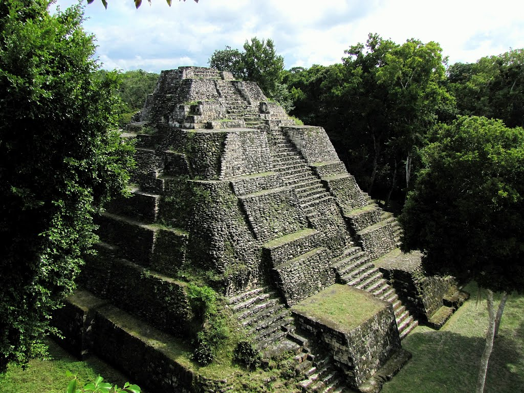 Mayan temple at Yaxha