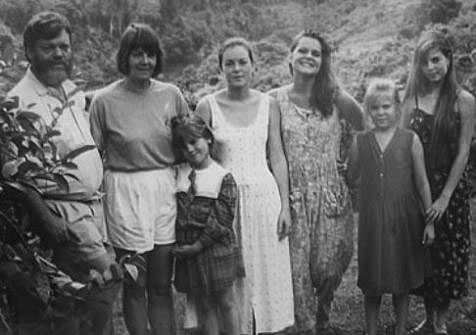 Belize – duPlooy Family Photo (1993) – Ken, Judy, Stephanie, Heather, Patricia, Lorna, Xela